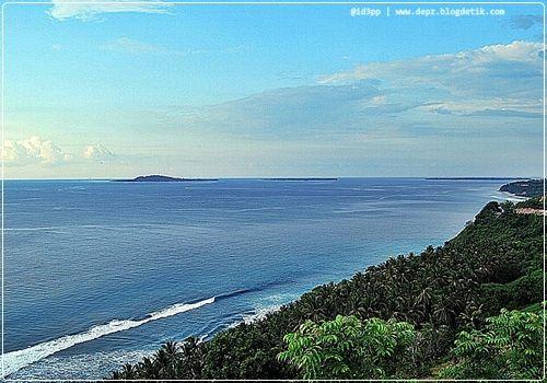 Bukit Nipah - Bukit ini terkenal sebagai salah satu sunset point favorit para wisatawan. Berjarak tempuh +- 45 menit dari Mataram, bukit yang menghadap ke Barat ini memang sangat pas dijadikan tempat menantikan surya tenggelam di kala senja