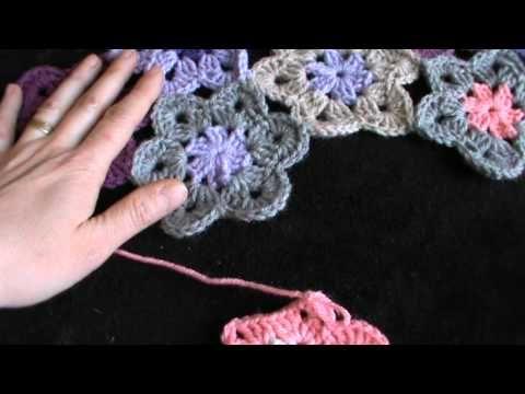 Come fare i fiori di lana col telaietto - YouTube