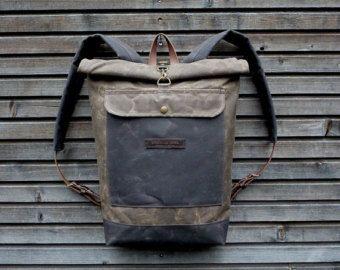 Il materiale che ho usato per fare questa borsa è un australiano in tela cerata, la tela cerata più bella che si possa immaginare. Il colore è