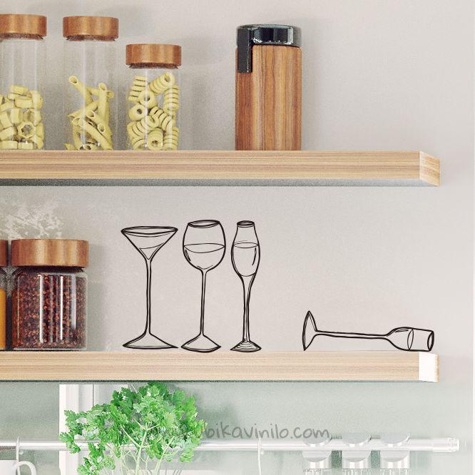 Kit para celebrar algo esta noche: Juego de copas, un buen vino y la mejor compañía. Encuentra más vinilos en www.ubikavinilo.com
