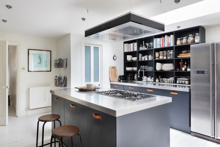 This industrial-feel kitchen belongs to award winning interiors journalist and blogger, Kate Watson-Smyth. A central island is painted in a deep grey with a contrasting stainless steel worktop and Miele gas hob adds to the urban, contemporary feel. Find out more on our blog, Der Kern.