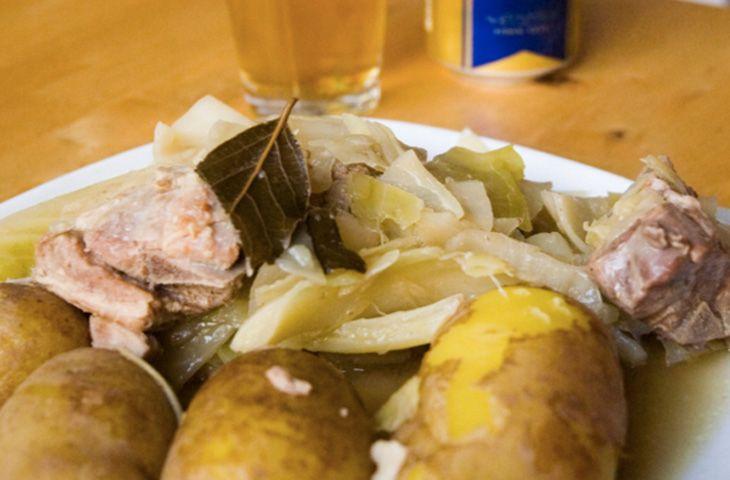 30 главных национальных блюд разных стран мира. Визитная карточка норвежской кухни, форикол, готовится из ягнятины, муки и капусты, которые тушатся в течение нескольких часов. Подают блюдо с отварным картофелем.