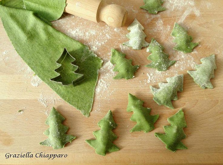 Alberelli di pasta ripieni con patate e noci: un'idea per il pranzo di Natale!