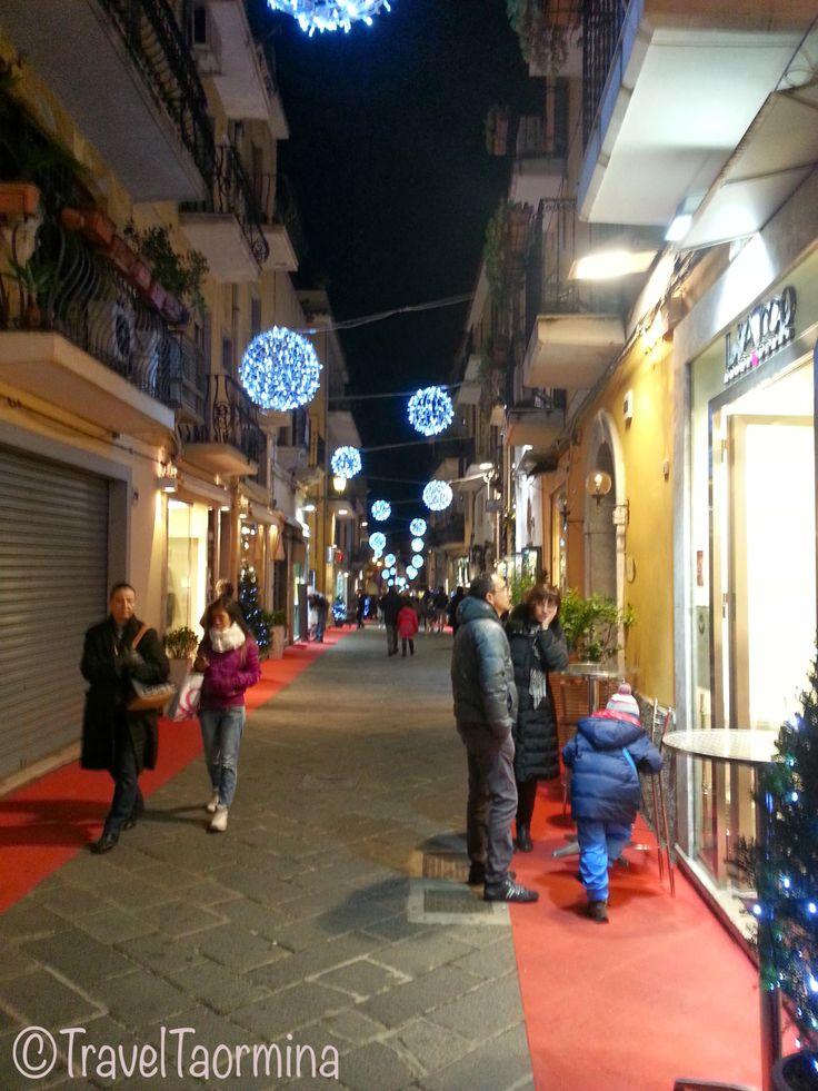 Atmosfera natalizia sul Corso Umberto 2013