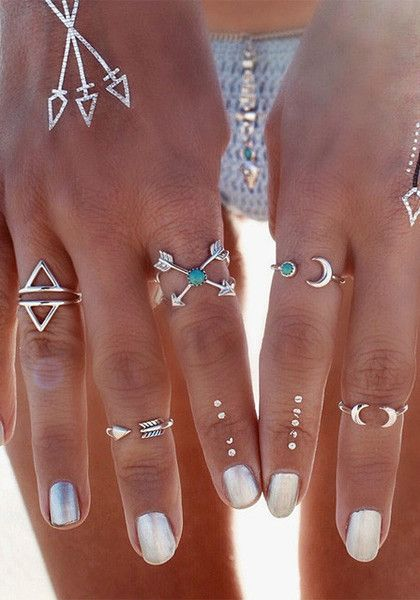 Inspired by metal hardware but paired down to perfection, this arrow and moon knuckle ring set is a must-have. It's composed of four rings and two knuckle ring together with rhinestone and crescent moon design. | Lookbook Store