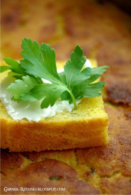 Same zalety: smacznie, bezglutenowo iwiosenniekolorowo :-)          Składniki: 1 kg mąki kukurydzianej, 50 g drożdży, 1 łyżeczka soli, 3 łyżki cukru, białko z 2 jaj, ok. 800 ml ciepłego mleka, pęczek pietruszki,  1 Garnek Rzymski pojemność 6,5 l lub 2 Garnki Rzymskie pojemność 2,5 l  …