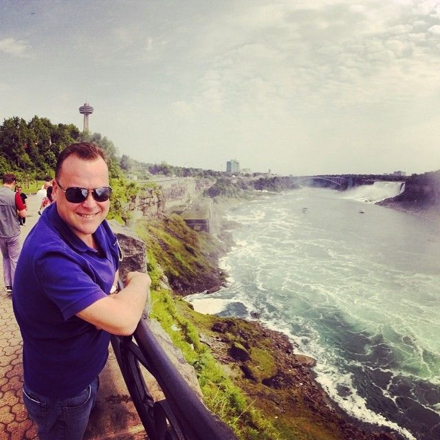 Here's our Managing Director Chris checking out Niagra Falls!  #travelnewhorizons #travel #niagrafalls