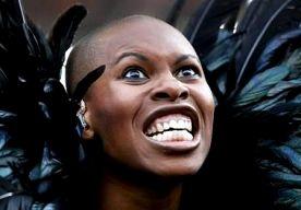 2-May-2013 22:25 - REKENINGEN LESBISCHE BRUILOFT SKIN NIET BETAALD. Zangeres Skin van Skunk Anansie spant een rechtszaak aan tegen de weddingplanners die de rekeningen van haar huwelijk niet allemaal hebben…...