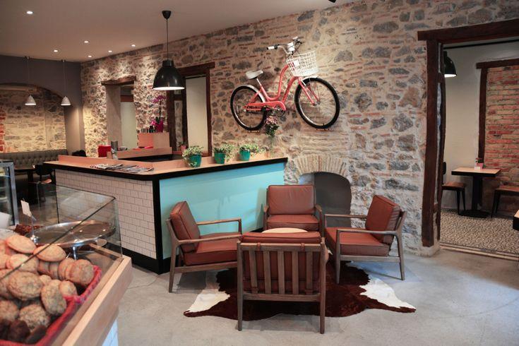 Milwaukee coffee à #Biarritz est LE rendez-vous des gourmands avec leurs pâtisseries américaines faits maison : cupcakes, brownies, muffins, cookies, carrot cake, cheesecake… C'est aussi l'adresse incontournable pour bruncher à #Biarritz dans une ambiance et déco tendance. Plus d'infos sur le blog Kinda Break ici :http://kindabreak.com/milwaukee-biarritz-coffee-shop/