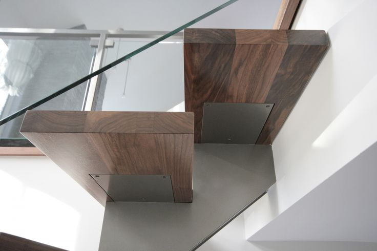 escalier_limon_central_rampe_verre-2@1500f1500.jpg (1500×1000)