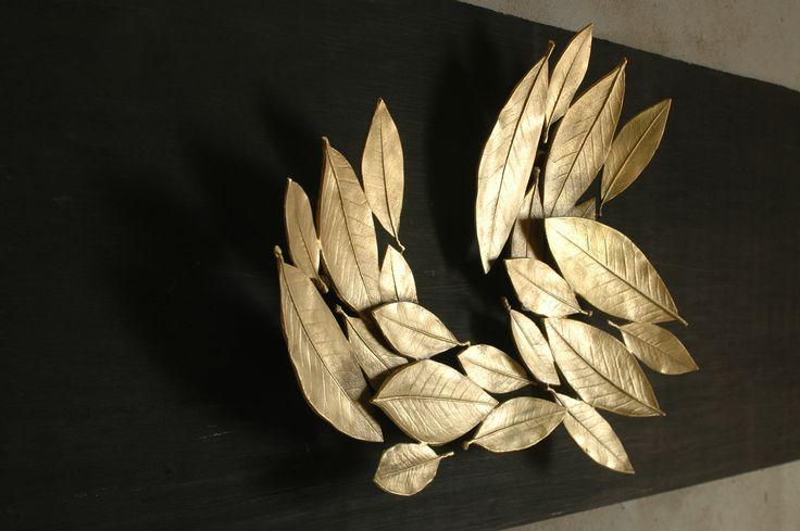 Foglie di alloro / Bay leafs / Feuilles de laurier #EmblemaOpificio #deco #art #interior #design #casa #interni #decorazione #home #maison #Emblema #Opificio #vassoio #plateau #tray