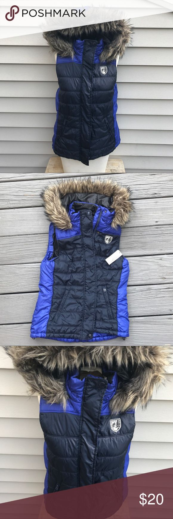 NWT American eagle winter puff vest fur hood large NWT American eagle winter puff vest fur hood large American Eagle Outfitters Jackets & Coats Vests