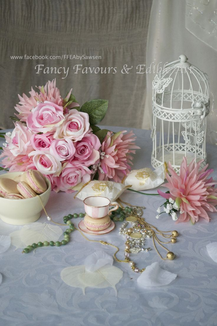 sugar teacup & vintage pink table display | Fancy Favours & Edible Art -- #sugar #teacup #handmade #macaron #French #vintage #treat #pink #gold #buttercream #cookie #cookies #treats #favours #styling #styled #weddingfavours #wedding #gift #handmade #edibleart