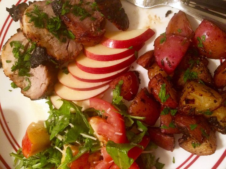 [Homemade] Honeycrisp apple pork loin tarragon roasted potatoes and nectarine salad
