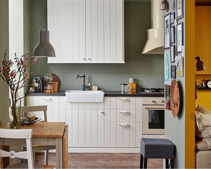 Mit der METOD/HITTARD Einbauküche kannst Du Deine Stadtwohnung praktisch und zugleich sehr persönlich einrichten.