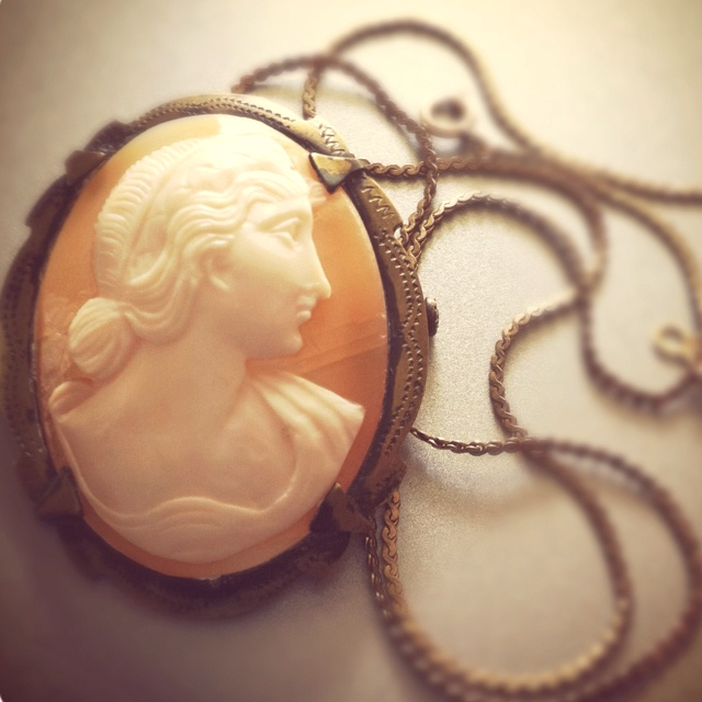 Vintage cameo jewelry necklace fashion.  http://pinterest.com/j0dyhlee/