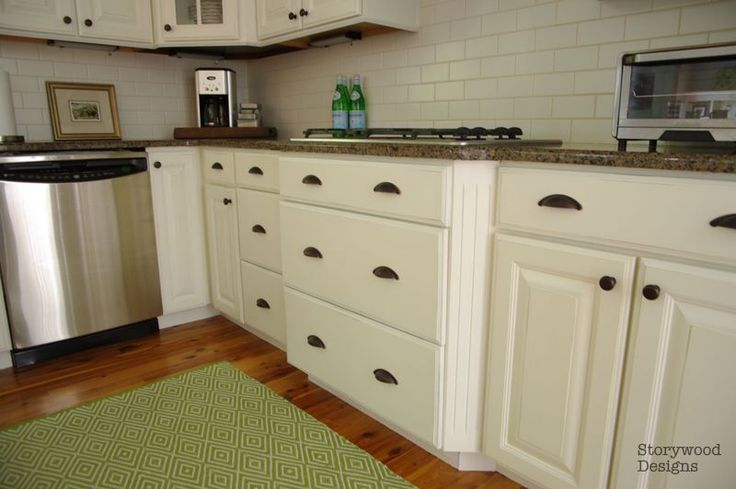 Storywood designs annie sloan chalk paint transforms for Annie sloan painted kitchen cabinets