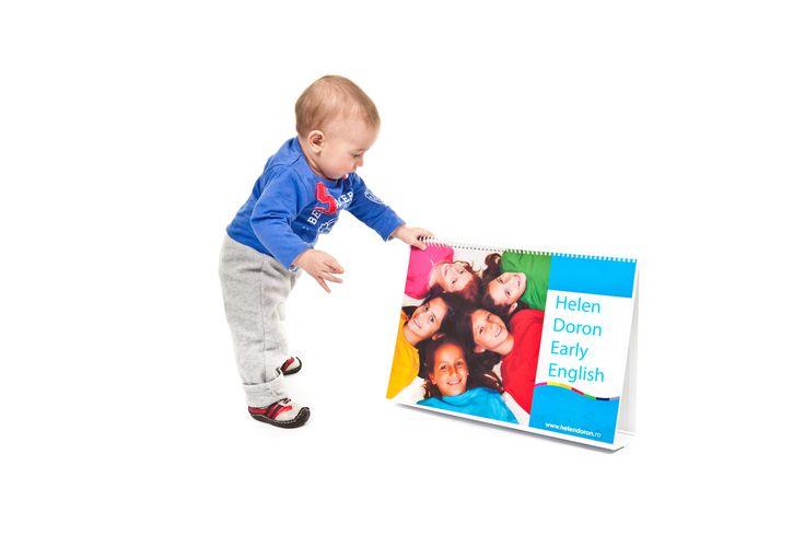 """""""Acest articol este al treilea din seria de 4 articole """"Bebelușul Bilingv"""", în care specialiști în educație timpurie discută informații valoroase despre stimularea inteligenței bebelușului. Stimularea multi-senzorială a bebelușului sprijină inteligența sa înnăscută și are capacitatea de a determina un nivel ridicat de capabilități în decursul vieții sale, tocmai prin expunerea la un mediu variat"""