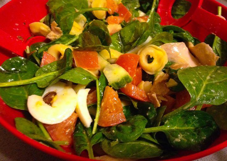 Spinaziesalade met kip en tortellini