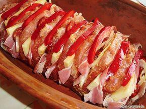 Hozzávalók:  1,5 kg csont nélküli karaj egyben 10 dkg szeletelt bacon szalonna 1 húsleves kocka 20 dkg trappista sajt 1 szál kolbász 1...
