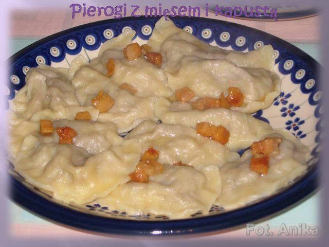 Pierogi z mięsem i kapustą           Pierogi lubię, i to zarówno te na słodko, jak i na słono. Dziś zrobiłam pierogi z mięsem i z kapustą ki...
