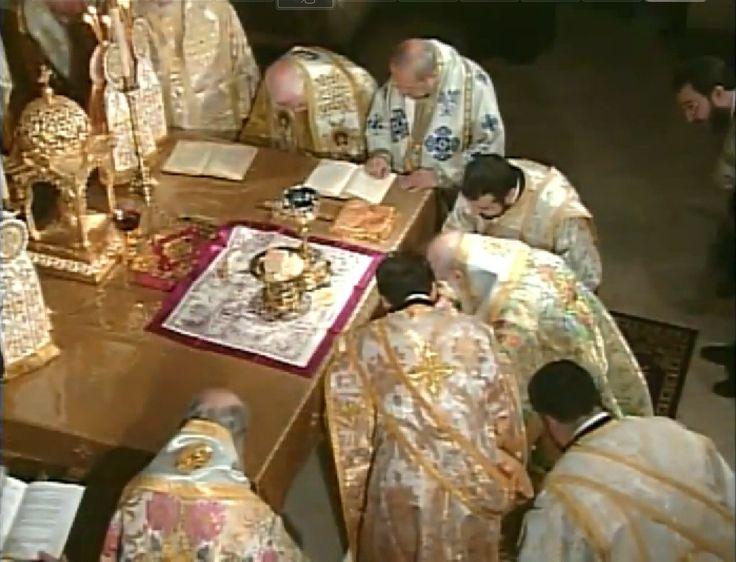 La liturgia cristiana nella sua forma tradizionale  nell'Oriente e nell'Occidente europeo.