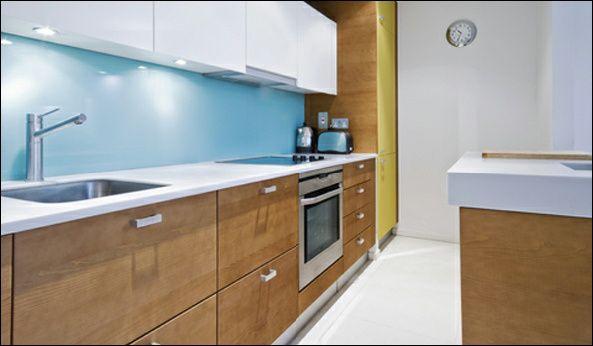 blue-glass-splashback-kitchen