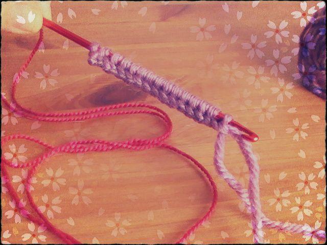 Knooking:parte 1 de este fantástico curso donde enseño como comenzar y montar los puntos, para **diestros y zurdos**. Aprende a tejer conmigo.