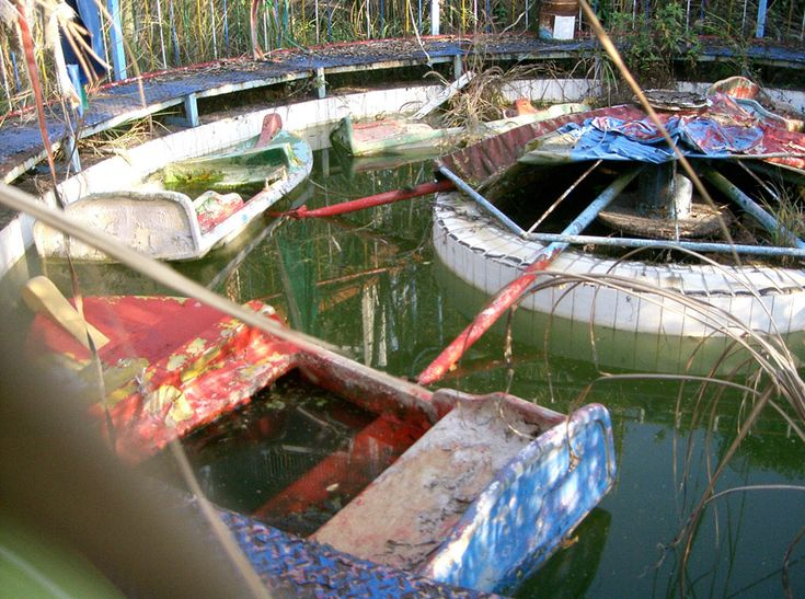 Katoli World Taiwan - amusement park abandoned after an earthquake hit the area in 1999