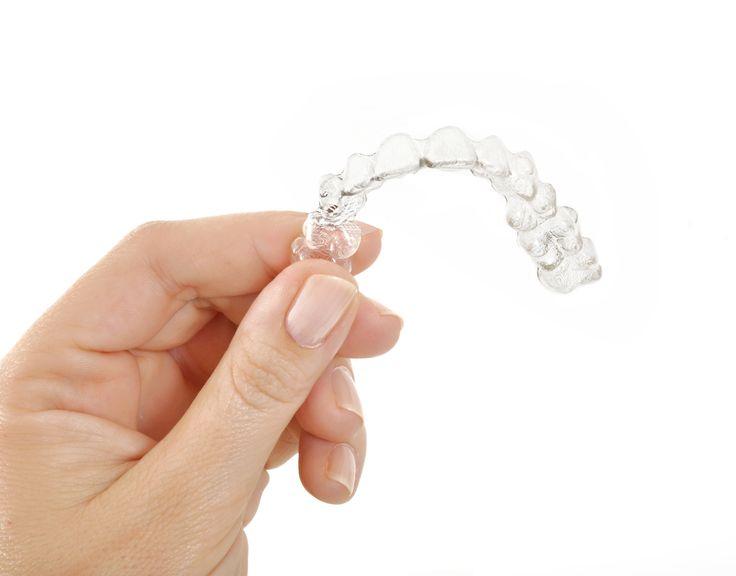 Ortodoncja to dziedzina stomatologii zajmująca się profilaktyką oraz leczeniem wad zgryzu oraz wad kostnych szczęki i żuchwy u dzieci, młodzieży i dorosłych. Leczenie prowadzone przez lekarzy specjalistów – ortodontów pozwala korygować niekorzystne stosunki międzyzębowe. Ma także wpływ na poprawę proporcji twarzy, co przekłada się na ogólny, korzystny wygląd pacjenta.