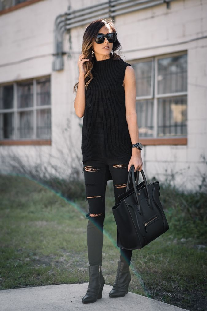 My love for distressed denim is no secret. This all black outfit is chic and edgy all at the same time, and these jeans are comfortable & under $100!