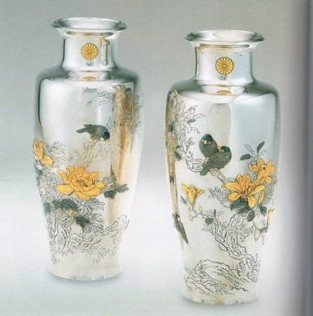 海野勝珉作「花鳥図対花瓶」