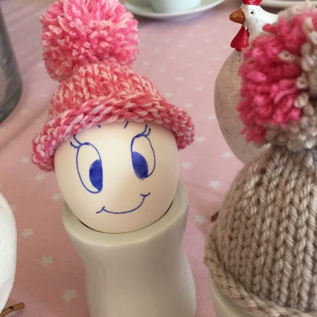 kostenlose Anleitung für Eierwärmer, Ostereierwärmer, Ostereier dekorieren, Bommelmütze stricken, lustige Eierwärmer, strickanleitung pudelmütze, eierwärmer  selber machen, mütze mit bommel stricken, ostereier Ideen, osternest,