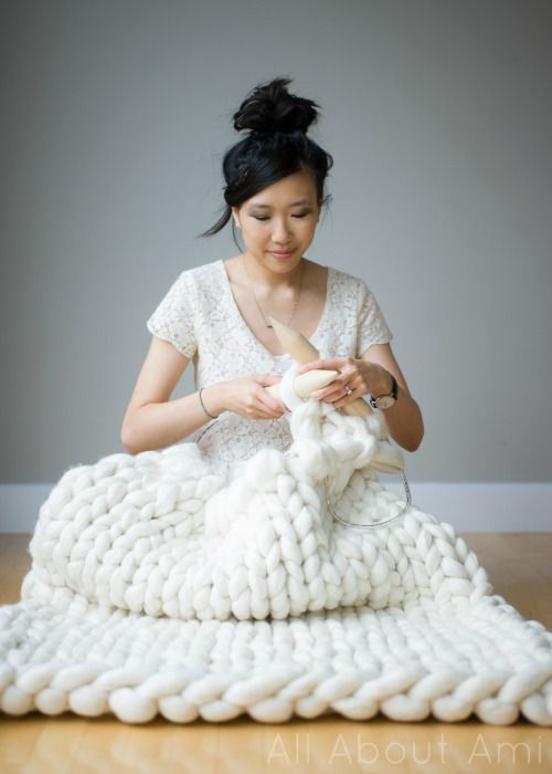 extreme knitting - diy giant knitted blanket