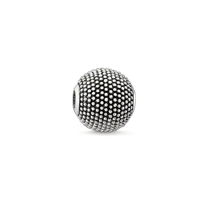THOMAS SABO Karma Bead aus der Sterling Silver Kollektion. Nepal - 925er Sterlingsilber, geschwärzt Größe: ca. 1,1 cm Der maskuline Nepal-Bead aus 925er Sterlingsilber verleiht jedem Karma-Look eine rebellische Attitüde. Der coole Bead setzt mit seiner aufwendig gestalteten Oberflächenstruktur besondere Akzente und veredelt Bicolor-Looks im Rebel-Style.