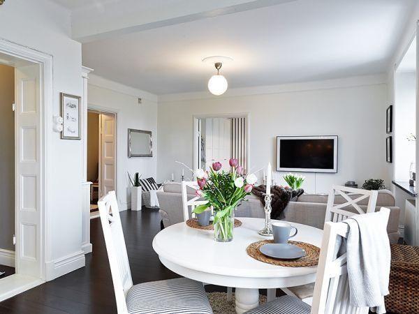 Красивые и простые интерьеры в последнее время стали привилегией меньшинства. Потому исключения, как, например, эта совсем небольшая, но просторная, уютная и очень светлая квартира, особенно приятны.