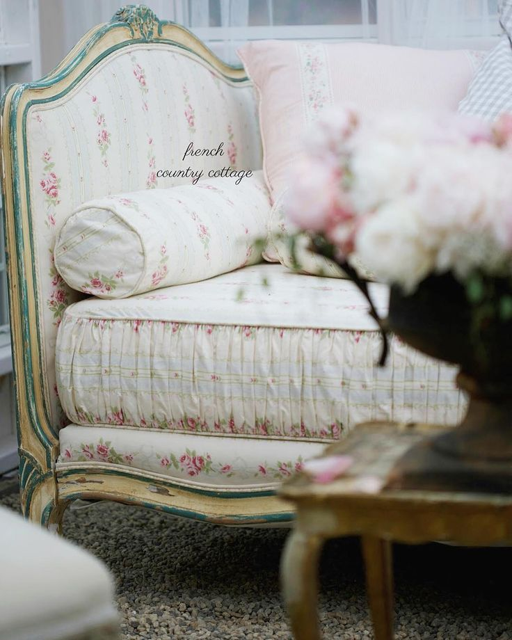Guess what is on my blog today? Sharing the story about this vintage French daybed- how I found it, how it got home and why that chippy paint and floral ticking stripe fabric is absolute French cottage perfection to me. Link in bio #french #frenchcountry #frenchcottage #frenchfurniture #home #vintage #antique #frenchdaybed #daybed #peonies #zinc #candles #linkinbio #california #cottage #cottagestyle