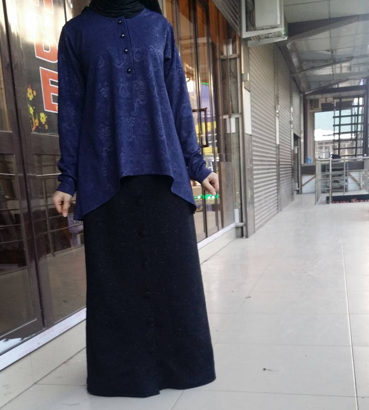 """297 Likes, 30 Comments - Исламская одежда (@malyabisshop) on Instagram: """"Платье сшито из шелка (верх) и абайной ткани (низ) .каждая кнопочка обшит тканью вручную😊нашими…"""""""