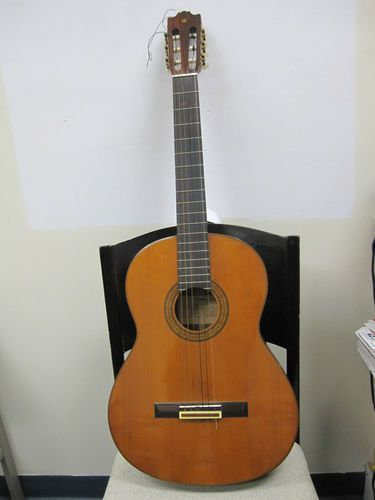 RARE VINTAGE CLASSIC YAMAHA ACOUSTIC GUITAR G235 WITH HARD CASE