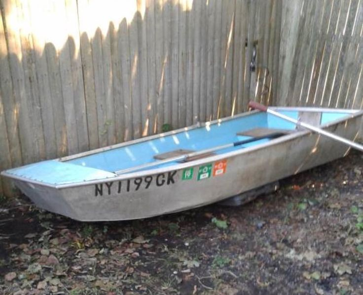 Boat for sale ! 9' Jon Row boat.. Model: Little Dutchess Has 2 life vest oars and seat cushions . (No papers) Great for private ponds or lakes ! $275 DM me if interested (this boat has NO HOLES) #jonboat #forsale #fishing #crabbing