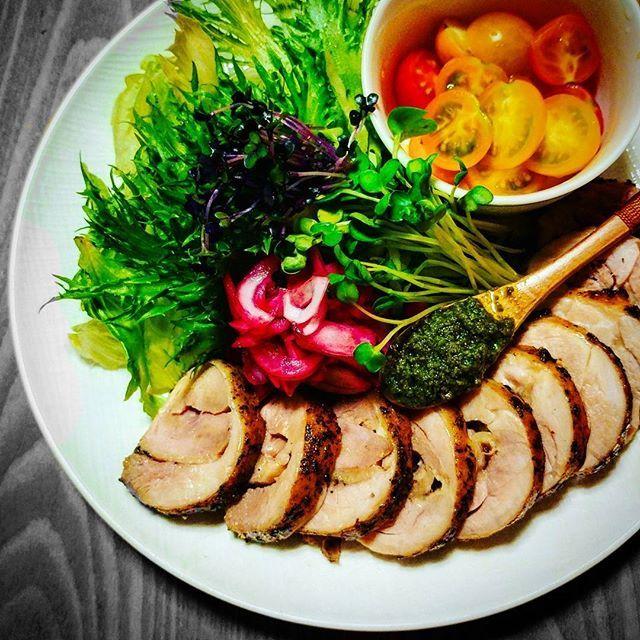 #ランチ #おひるごはん #おうちごはん #グルメ#スパイス#トマト#サラダ#肉#肉料理 #鶏肉#ハム#手作り #ダイエット#糖質制限ダイエット #減量#トレーニング#写真撮ってる人と繋がりたい #lunch #cooking #tomato #delicious#deliciousfood #diet#dietfood #training#trainingday #chicken#salad #ham#foodpic  脂肪燃焼スープダイエット五日目の朝食  最近週末飲んで食べて飲んで食べて  それを平日の食事調整で取り戻す。  今日は5日目  そして明日の飲み会に備るのだ(笑)  楽しみねー💛  はー❤️にしてもリツコソース  今回もバジルソースいただきうますぎる❤️