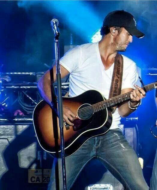 Luke Bryan - Damn this man is sexy as hell. Wish I had caught him when he was here in Tampa a few weeks ago. That's ok though because I'm catching him in Jax for the Florida Country Superfest. Tickets went on pre-sale today and I got mine!! Hell yeah.