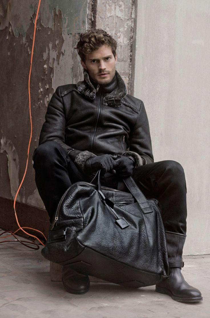 Ever the gentleman- carrying Callie's ME bag (Jamie Dornan) / ©Jordan Finch