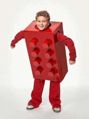 Lego costume for children or adults, SUPER easy to make. Can even have the entire family dress up in different colors and shapes.