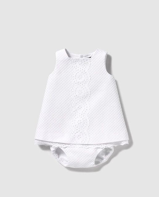 Faldón de bebé niña Tizzas en blanco con puntilla
