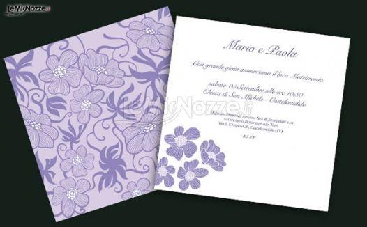Partecipazioni color lilla con fiori e decorazioni nei toni del viola: guarda la gallery e trova le partecipazioni per te! >> http://www.lemienozze.it/operatori-matrimonio/partecipazioni_e_tableau/partecipazionionline/media/foto/1?play=1