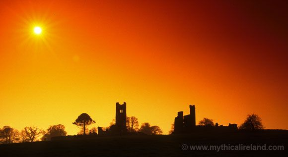 A view of the ruins on the Hill of Slane with the sun