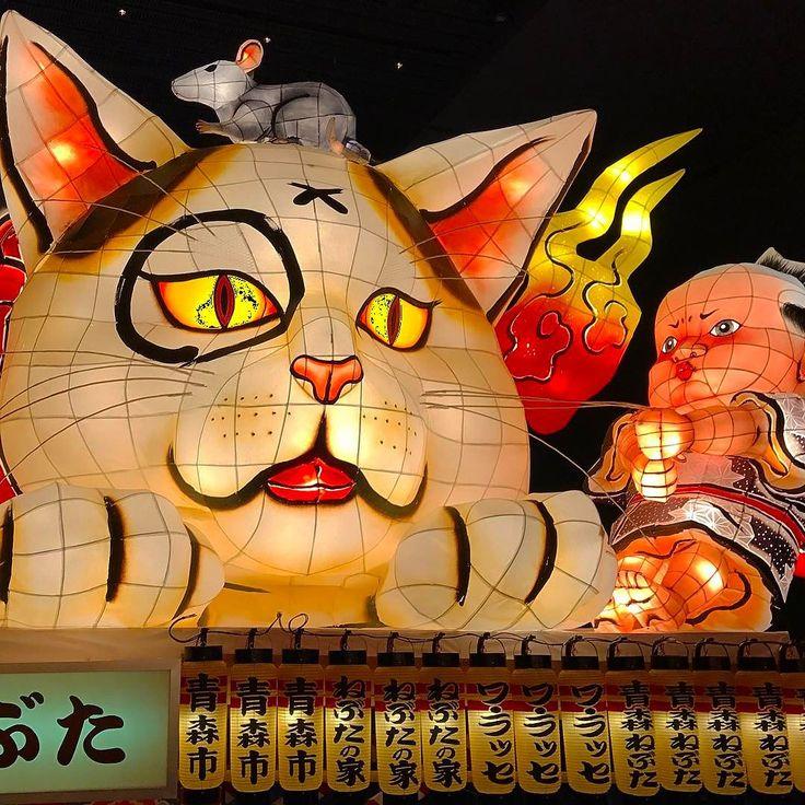 Бумажные #фонари в виде диковинных сказочных персонажей на празднике Нэбута мацури в #Аомори #кошки #Япония
