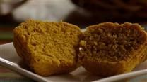 I have cake mix and canned pumpkin that I want to use up.  Two birds with one stone!  Easy Pumpkin Muffins