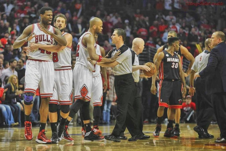 """marco belinelli holding nazr mohammed back while taj gibson goes and """"talks"""" to the ref"""